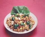 鶏肉サイノ目切り辛子ソース炒め